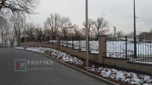 Ogrodzenie murowane pustak łupany biały wersja szeroka ogrodzenia metalowe spawane na wymiar pionowe Radom Lipsko Białobrzegi
