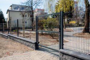 Ogrodzenie panelowe ogrodzenia murowane systemowe panel przetłaczany podmurówka murowana pustka łupany łupanka grafit Radom montaż furtka panelowa Zwoleń Białobrzegi