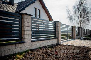 Ogrodzenie murowane łupane pustak łupany biały podmurówka słupek ogrodzenia metalowe nowoczesne poziom przęsła furtka brama Radom producent stal spawana na wymiar spawanie Białobrzegi Starachowice