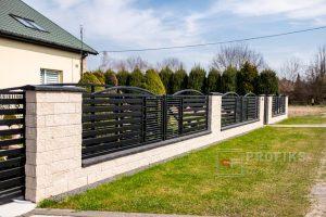 Ogrodzenie murowane łupane pustak łupany biały grafit ogrodzenia metalowe nowoczesne poziome profile łuki model Radom producent stal spawana na wymiar Warka Pionki spawalnia