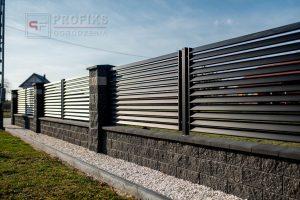 Ogrodzenie murowane łupane pustak łupany grafit ogrodzenia metalowe profil poziom żaluzja nowoczesne model Radom producent stal spawana na wymiar spawanie Starachowice Warka