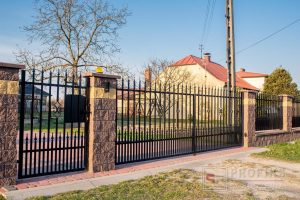 Ogrodzenie murowane łupane pustak łupany brąz żółty ogrodzenia metalowe nowoczesne pion grotyvprofile pionowe model Radom producent stal spawana na wymiar Grójec Kozienice spawalnia