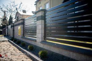Ogrodzenie murowane łupane pustak łupany grafit biały podmurówka ogrodzenia metalowe nowoczesne poziom przęsła profile model Radom producent stal spawana na wymiar spawanie Starachowice Pionki