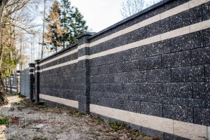 Ogrodzenia frontowe front murowane mur pustak łupany grafit biały Radom montaż Zwoleń Kozienice