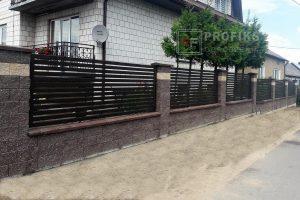 Ogrodzenie murowane łupane pustak łupany brąz żółty ogrodzenia metalowe nowoczesne poziom profile poziome model Radom producent stal spawana na wymiar Warka Zwoleń spawalnia